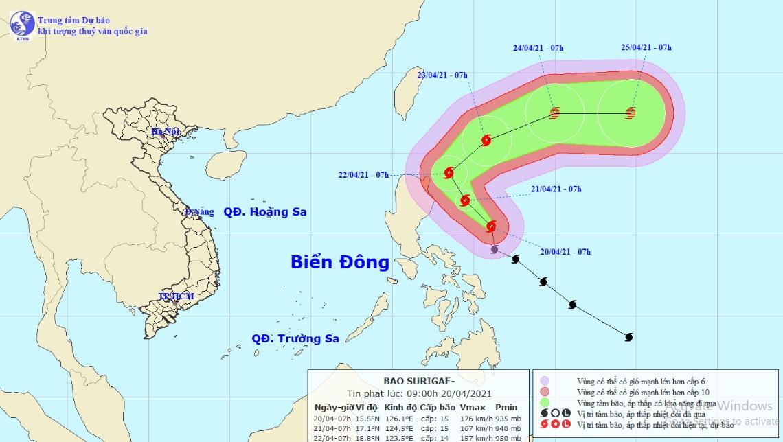 Siêu bão Surigae thay đổi cường độ, sức gió có thể đánh chìm tàu trọng tải lớn - hình ảnh 1