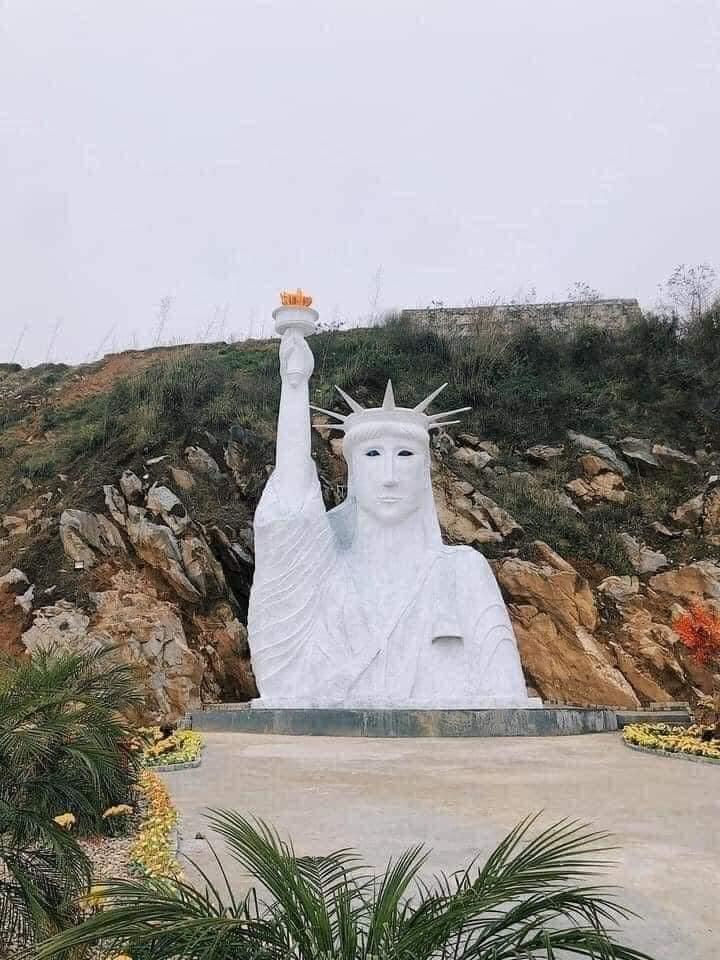 """Tượng Nữ thần tự do """"phiên bản lỗi"""" ở Sa Pa: Chính quyền lập đoàn kiểm tra - hình ảnh 1"""