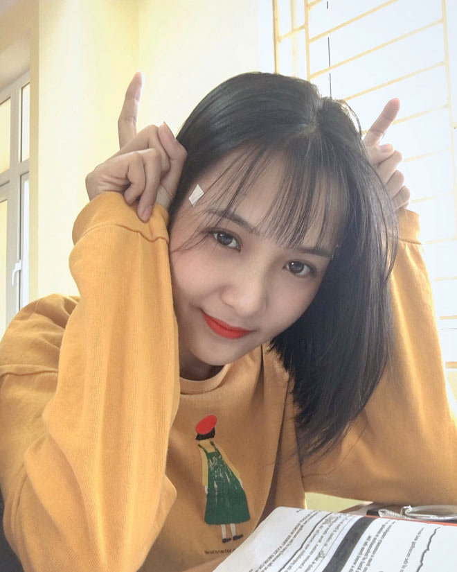Bị học sinh chụp lén, cô giáo Thanh Hoá nổi tiếng bất thình lình vì quá xinh - 11