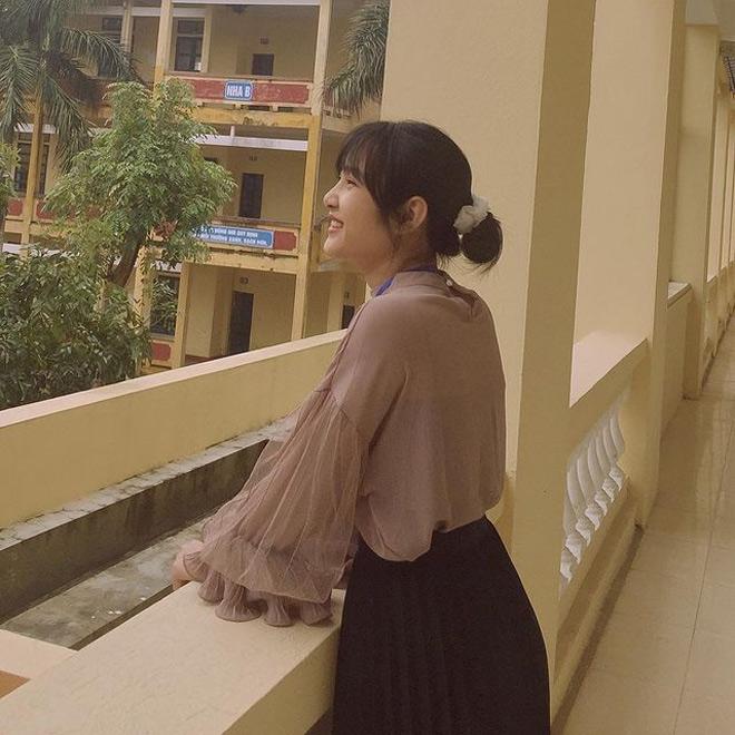 Bị học sinh chụp lén, cô giáo Thanh Hoá nổi tiếng bất thình lình vì quá xinh - 4