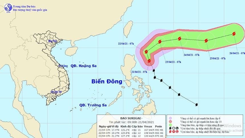 Siêu bão Surigae giật trên cấp 17 sắp đổi hướng, gây sóng cao ở Biển Đông - hình ảnh 1