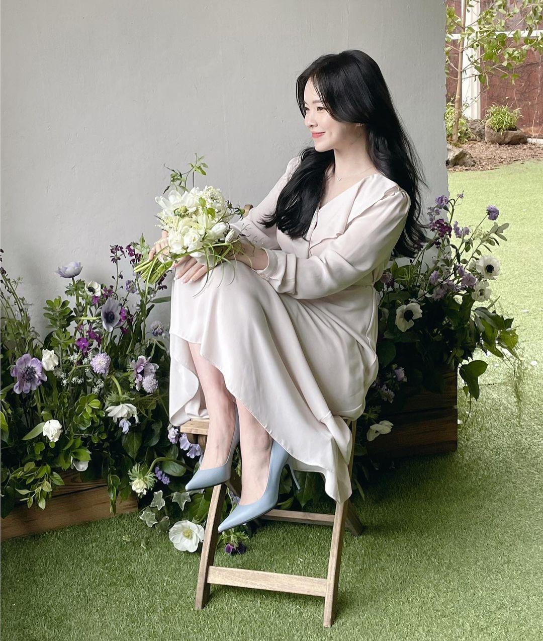 """""""Thiên thần nội y chân ngắn Hàn Quốc"""" xinh như mộng nhưng lộ """"phụ tùng"""" khi mặc váy cưới - hình ảnh 12"""