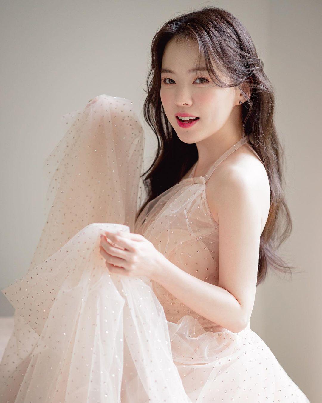 """""""Thiên thần nội y chân ngắn Hàn Quốc"""" xinh như mộng nhưng lộ """"phụ tùng"""" khi mặc váy cưới - hình ảnh 8"""