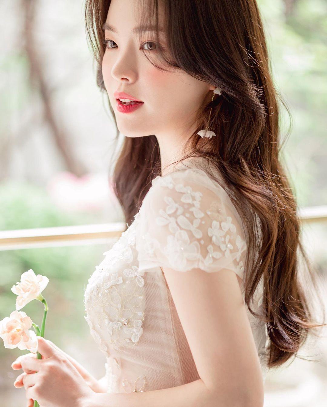 """""""Thiên thần nội y chân ngắn Hàn Quốc"""" xinh như mộng nhưng lộ """"phụ tùng"""" khi mặc váy cưới - hình ảnh 3"""