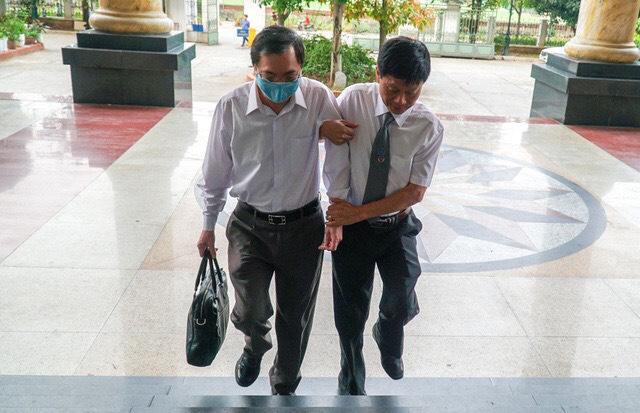 Tin tức 24h qua:Giá phẫu thuật não ở Bệnh viện Bạch Mai bị thổi gấp 4 lần - hình ảnh 2