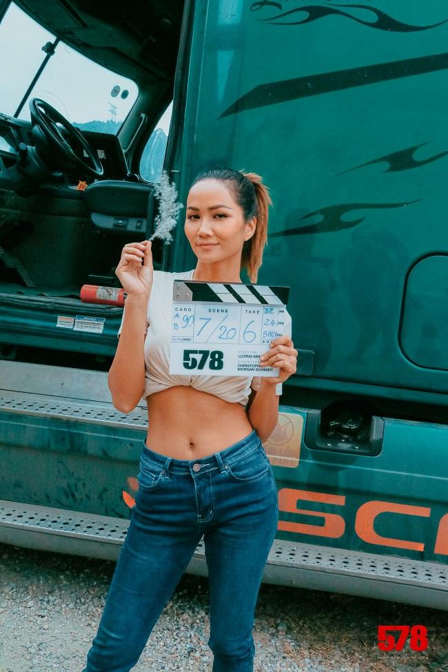 Hoa hậu H'Hen Niê bị đánh tím bầm người vì lén yêu cầu Tuấn Hạc ra tay thật với mình - hình ảnh 8