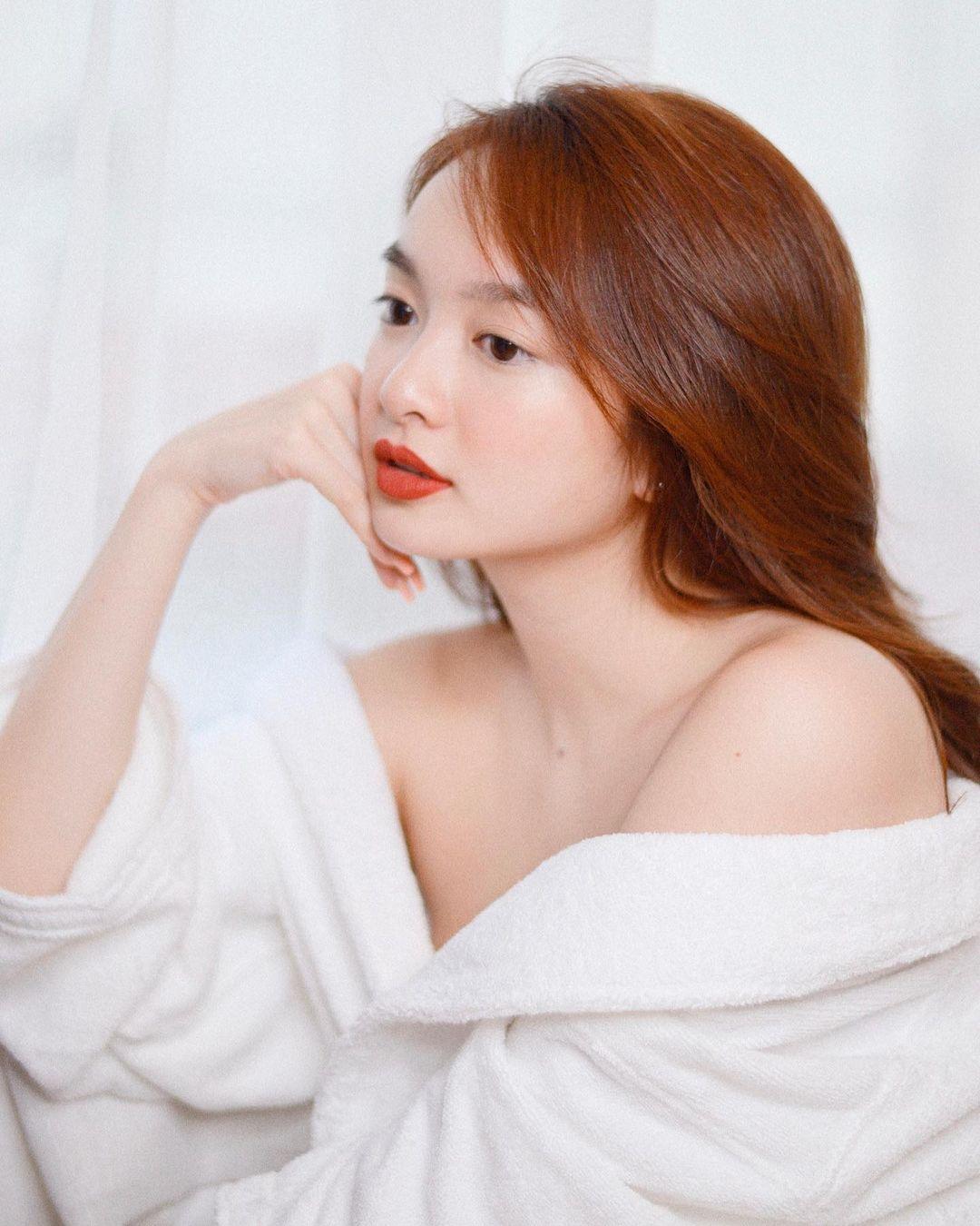 """""""Em chưa 18"""" Kaity Nguyễn lại mặc bikini khoe body phồn thực trứ danh - hình ảnh 8"""