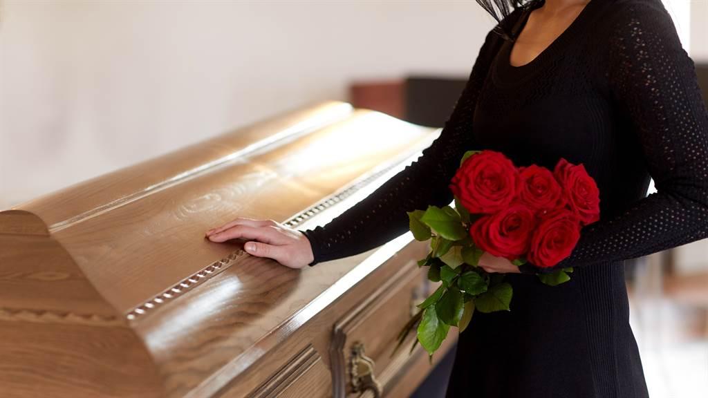 Sau khi dự đám tang hàng xóm, người phụ nữ mua vé số trúng gần chục tỷ - hình ảnh 1