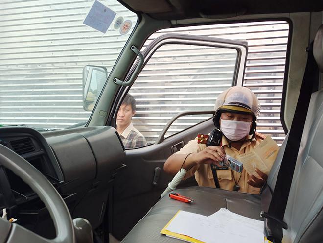 """Tài xế xe container bị CSGT phát hiện dương tính với ma túy: """"Cha mẹ mà biết chắc chết luôn"""" - 9"""