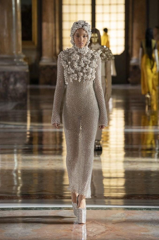 Valentino: Thời trang Haute Couture không phân biệt giới tính - hình ảnh 3