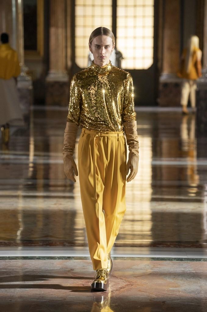 Valentino: Thời trang Haute Couture không phân biệt giới tính - hình ảnh 1