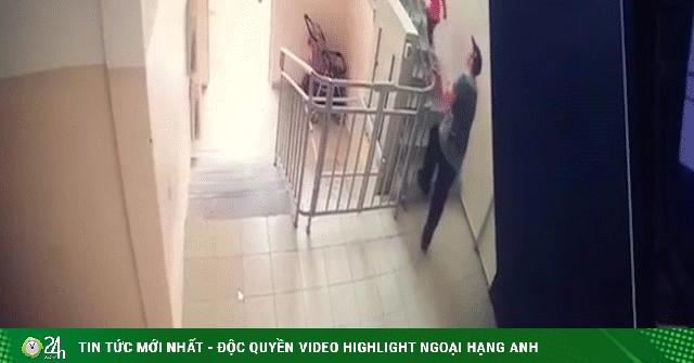 Video: Bé gái bị kẻ biến thái bắt cóc táo tợn và diễn biến bất ngờ