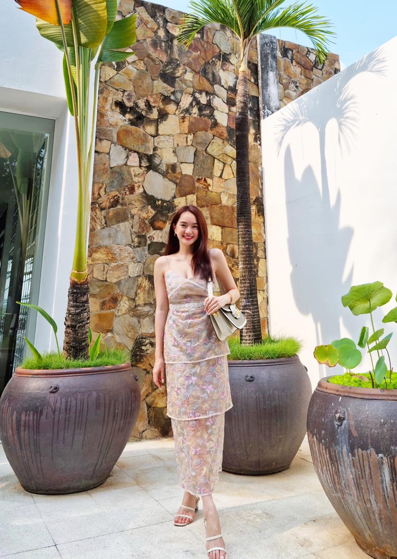"""""""Siêu vòng một"""" showbiz Việt 21 tuổi có công ty riêng, body nhìn phát mê - hình ảnh 8"""