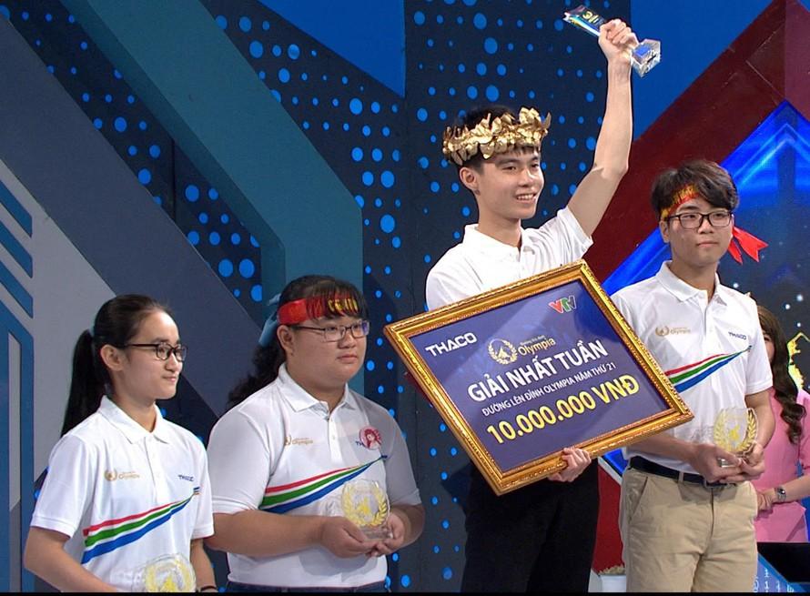 Nam sinh Nghệ An thắng tuyệt đối với số điểm cao 390, giành vòng nguyệt quế Olympia - hình ảnh 1