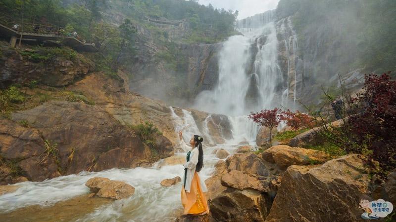 Thác nước cao nhất ở Trung Quốc, xuất hiện trở lại sau 60 năm khô cạn - 3