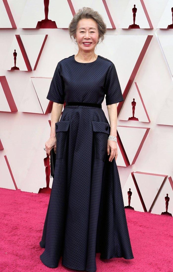 Thảm đỏ Oscar 2021: Sao Hàn đầu tiên ẵm giải Nữ phụ xuất sắc nhất - hình ảnh 1