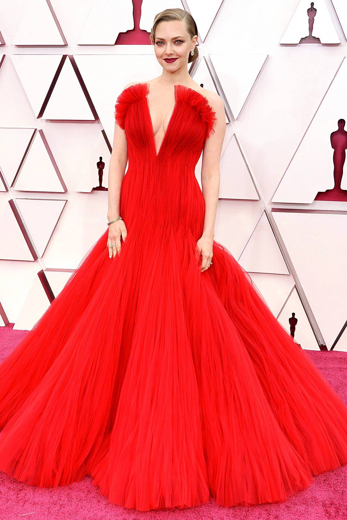 Thảm đỏ Oscar 2021: Sao Hàn đầu tiên ẵm giải Nữ phụ xuất sắc nhất - hình ảnh 6