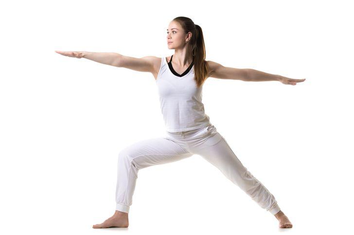 Những động tác yoga giúp chị em cải thiện vòng 1 săn gọn, hình dáng đẹp - hình ảnh 1