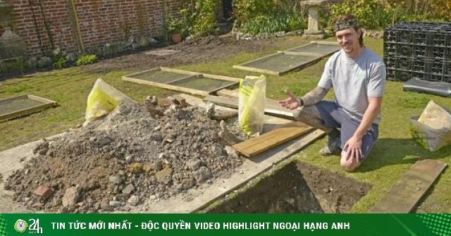 Đang đào hố thoát nước, người đàn ông phát hiện thứ khiến ai nhìn thấy cũng bủn rủn chân tay