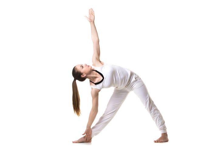 Những động tác yoga giúp chị em cải thiện vòng 1 săn gọn, hình dáng đẹp - hình ảnh 2