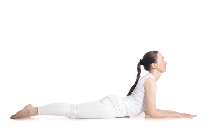 Những động tác yoga giúp chị em cải thiện vòng 1 săn gọn, hình dáng đẹp - hình ảnh 3