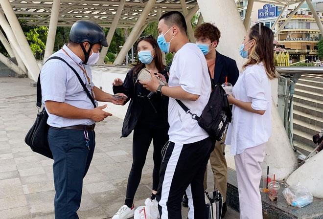6 người bị phạt 12 triệu đồng do không đeo khẩu trang ở Sài Gòn - hình ảnh 1