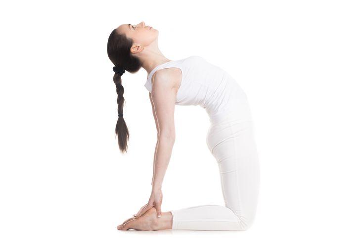 Những động tác yoga giúp chị em cải thiện vòng 1 săn gọn, hình dáng đẹp - hình ảnh 7