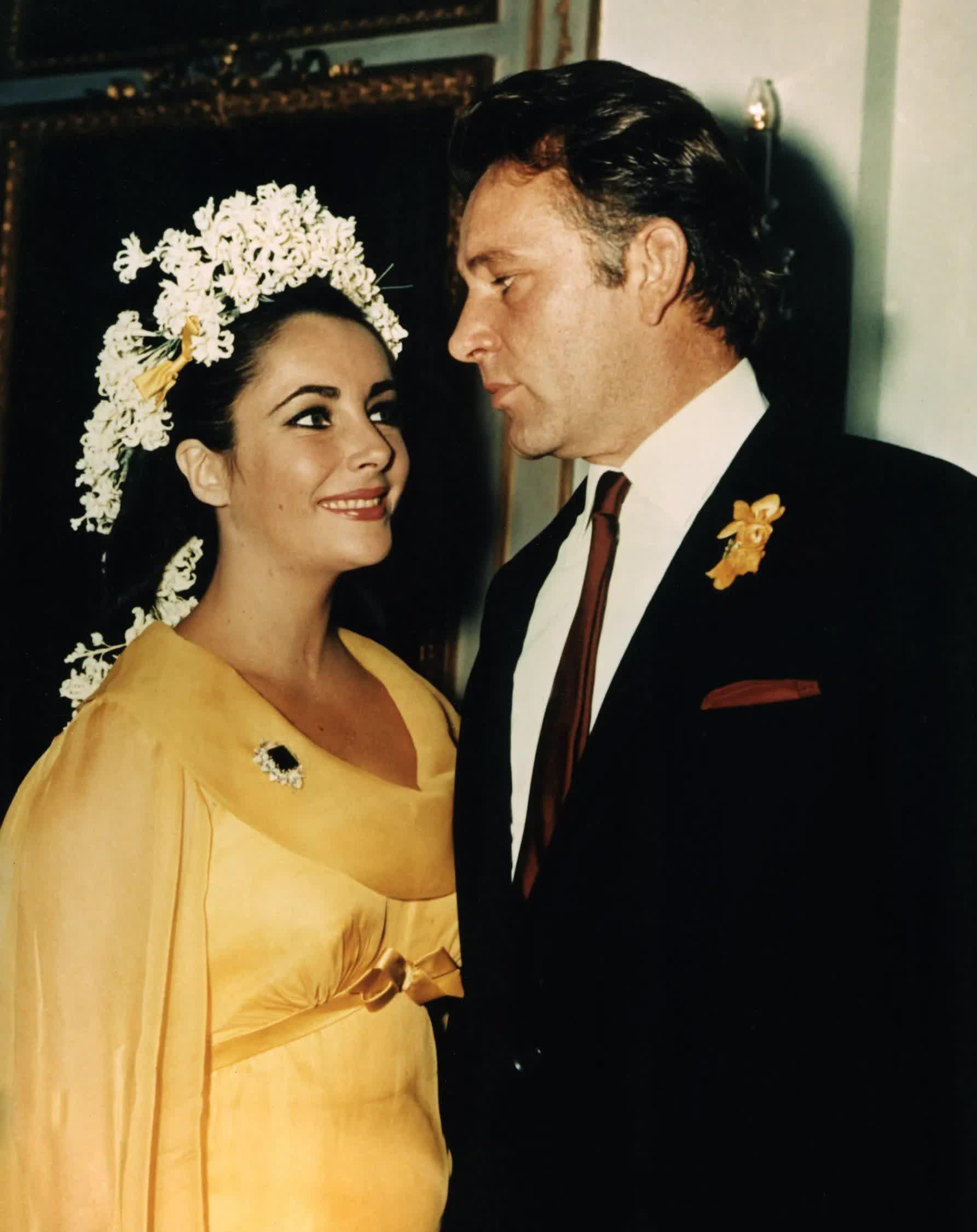 Những bộ váy cưới thay đổi quan niệm truyền thống của người nổi tiếng - hình ảnh 2