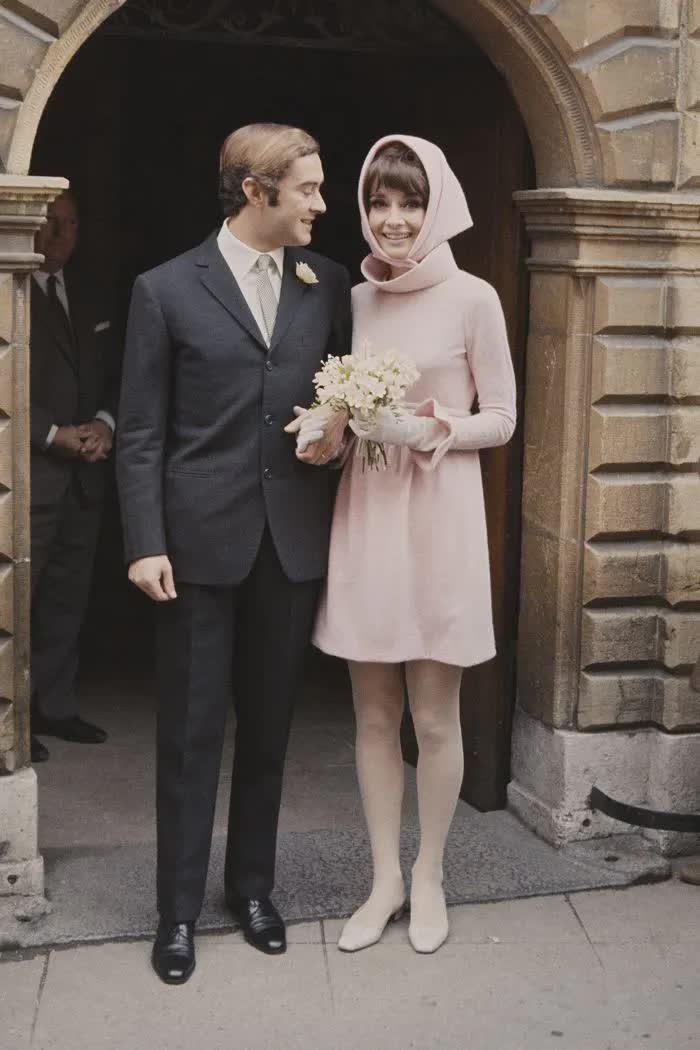 Những bộ váy cưới thay đổi quan niệm truyền thống của người nổi tiếng - hình ảnh 3