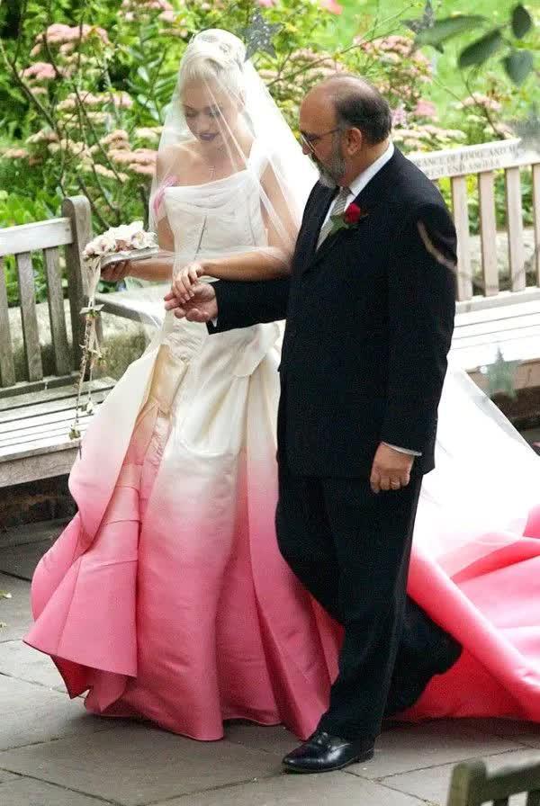 Những bộ váy cưới thay đổi quan niệm truyền thống của người nổi tiếng - hình ảnh 5