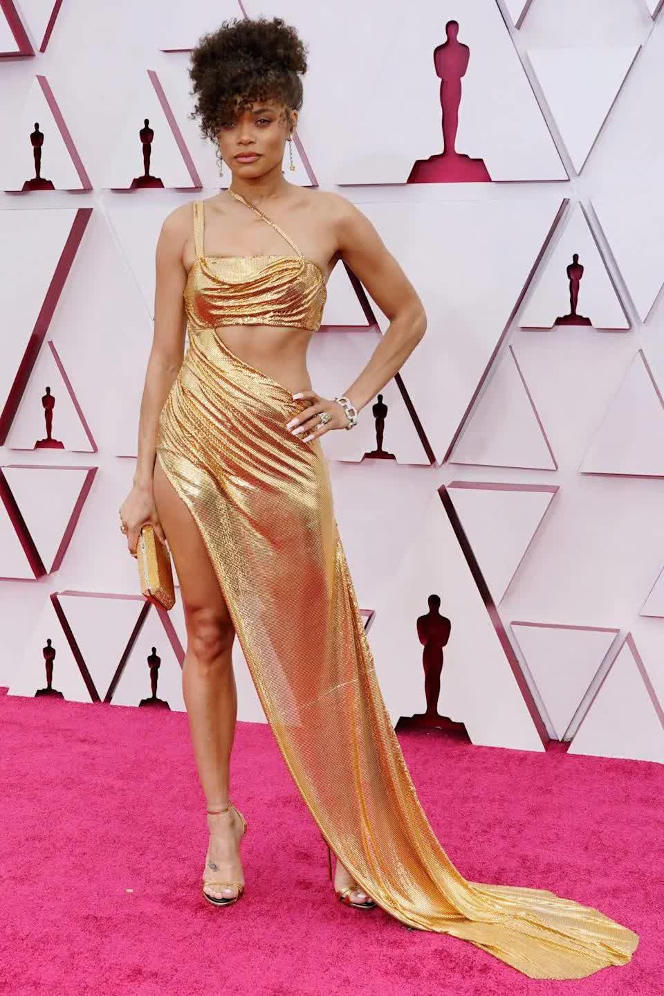 Xu hướng mùa hè gợi mở từ phong cách váy vai trần xâm chiếm giải Oscar 2021 - hình ảnh 2