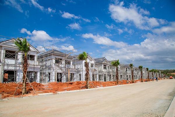 Sốt đất khắp nơi, các đại gia bất động sản thu lãi lớn - 1