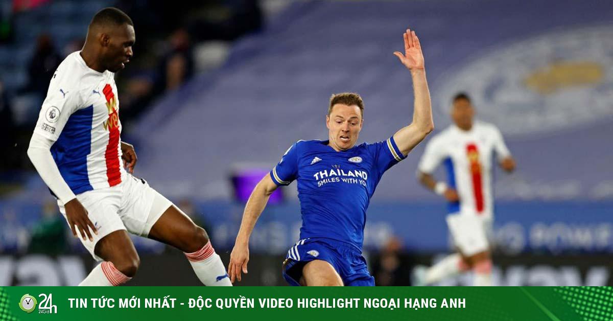 Trung vệ Leicester cứu thua khiến fan bái phục, kiến tạo như chân chuyền