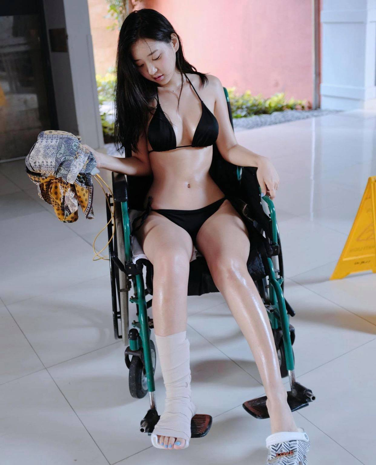 """Các chị đẹp Hàn Quốc diện """"bikini dây dợ"""" dễ gây """"gai mắt"""" vì khoe đường cong bốc lửa - hình ảnh 3"""