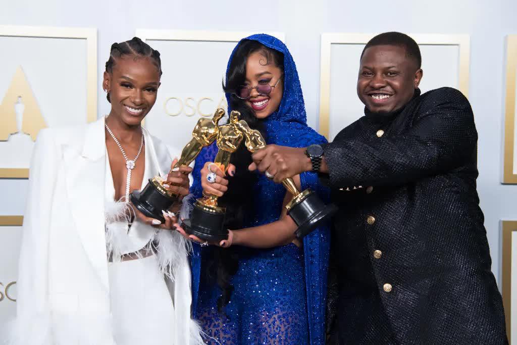 Có gì trong túi quà trị giá 200 ngàn đô la của Oscar 2021 - hình ảnh 1