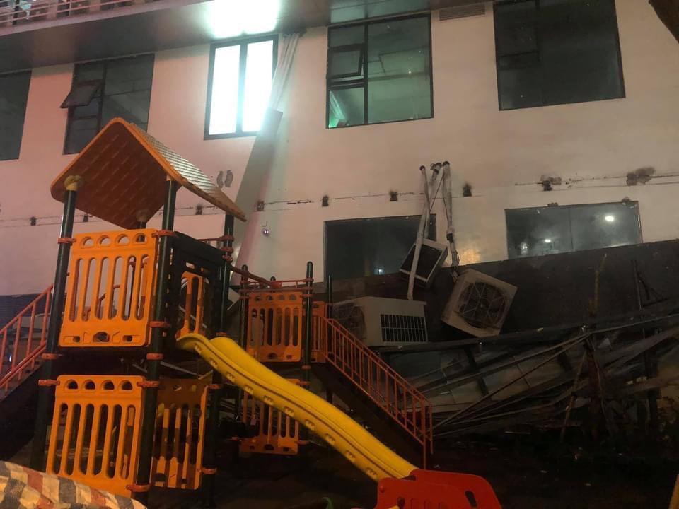 """Hà Nội: Giàn nóng điều hoà """"khổng lồ"""" đổ sập xuống sân chơi trẻ em ở chung cư - hình ảnh 4"""