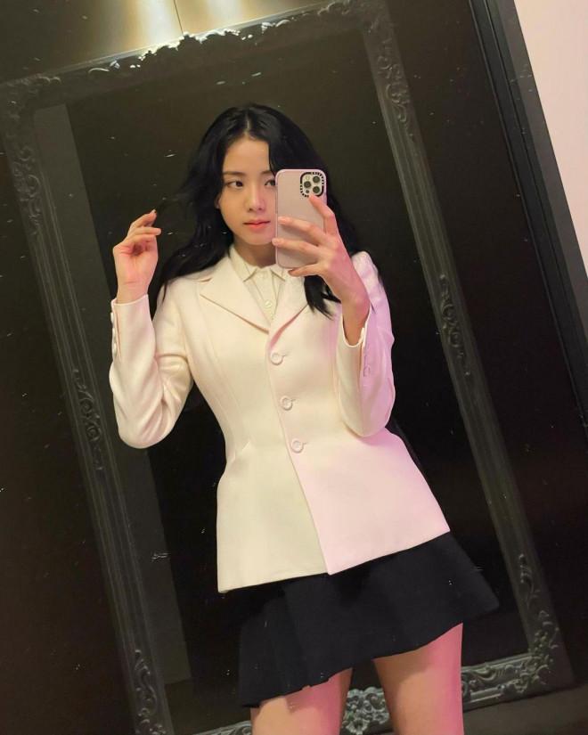 Cùng mặc áo Dior, Khánh Linh và Châu Bùi mix đồ cao tay hơn đại sứ thương hiệu Jisoo - 3