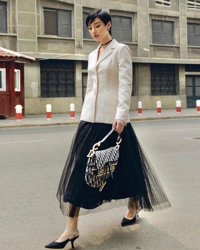 Cùng mặc áo Dior, Khánh Linh và Châu Bùi mix đồ cao tay hơn đại sứ thương hiệu Jisoo - 9