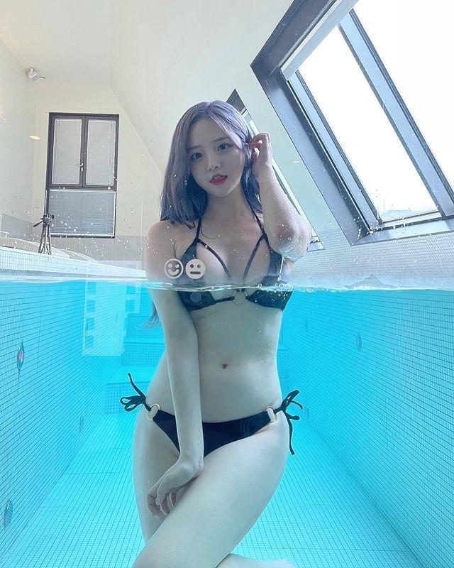 """""""Thần Vệ Nữ béo"""" gây nghẽn sóng vì mặc hở, tắm tiên online, hút gần 13 triệu view - hình ảnh 1"""