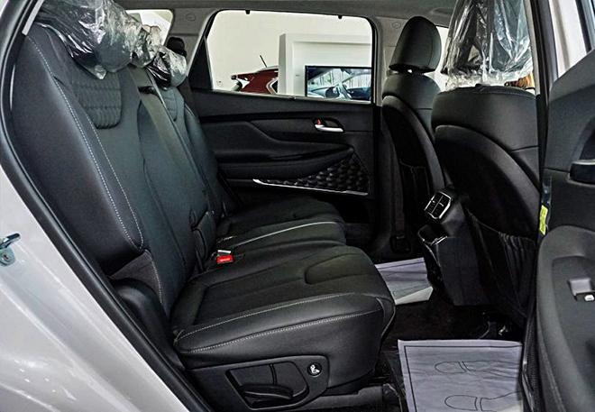 Cận cảnh Hyundai SantaFe bản máy dầu tại đại lý - 13