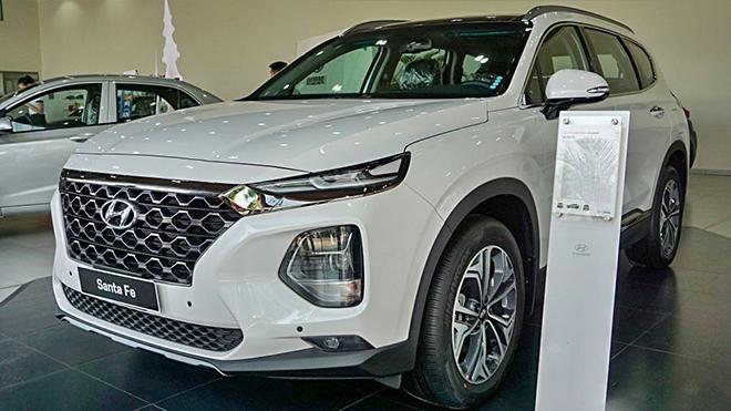 Cận cảnh Hyundai SantaFe bản máy dầu tại đại lý - 3
