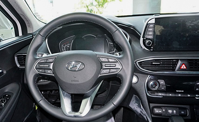 Cận cảnh Hyundai SantaFe bản máy dầu tại đại lý - 10