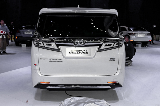 Xe sang Toyota Crown có thêm biến thể minivan cực ngầu - 5