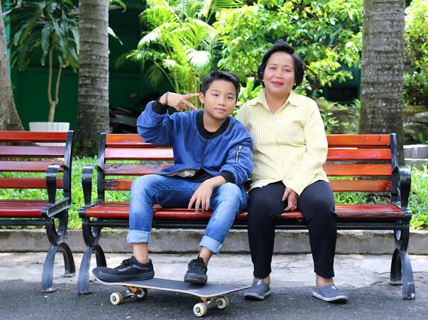 """Ốc Thanh Vân """"nặng lòng"""" với cậu bé bán vé số mong thoát nghèo bằng niềm đam mê trượt ván - 1"""