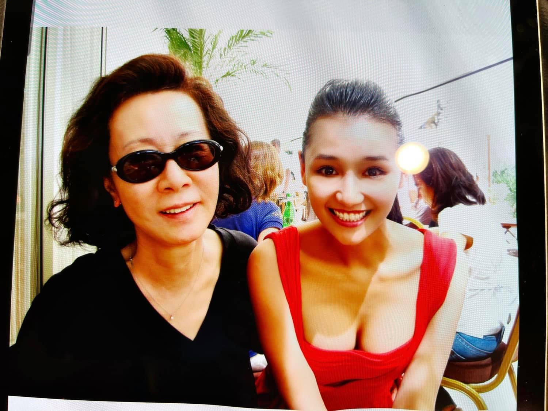 """Nữ diễn viên """"đại gia phía Bắc"""" khoe ảnh chụp cùng sao Hàn vừa đạt Oscar - hình ảnh 1"""