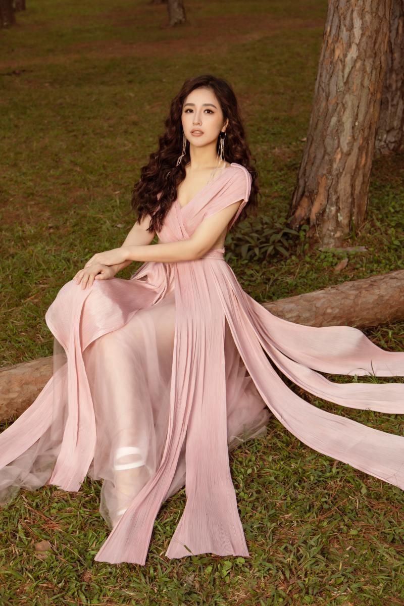 Mai Phương Thuý khoe thềm ngực đầy trong bộ hình nàng thơ mùa hè - hình ảnh 2
