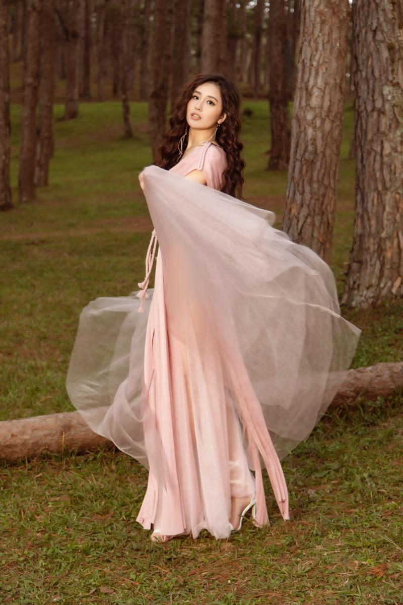 Mai Phương Thuý khoe thềm ngực đầy trong bộ hình nàng thơ mùa hè - hình ảnh 3