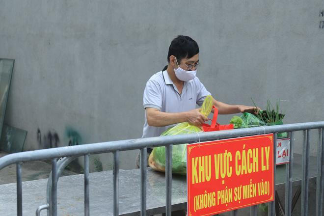 Phong tỏa con ngõ nơi ca mắc COVID-19 ở Hà Nội sinh sống - hình ảnh 5