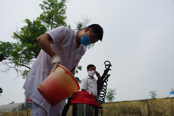 Phong tỏa con ngõ nơi ca mắc COVID-19 ở Hà Nội sinh sống - hình ảnh 8