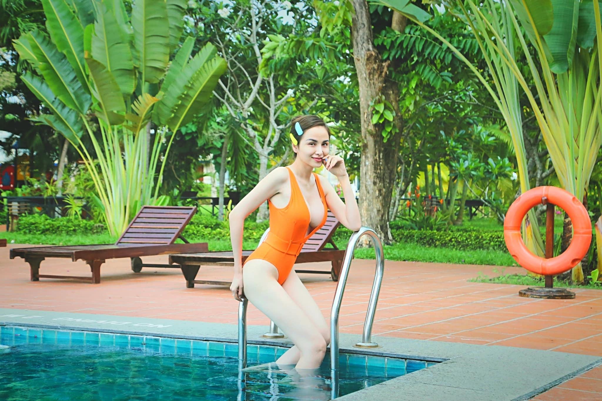 Vừa lộ cát-xê 2 tỷ đồng, mỹ nhân Việt hớp hồn với vẻ đẹp phồn thực - hình ảnh 3